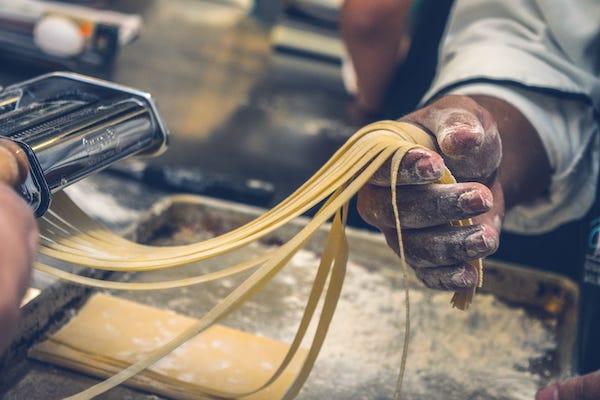 making pasta tagliatelle 1